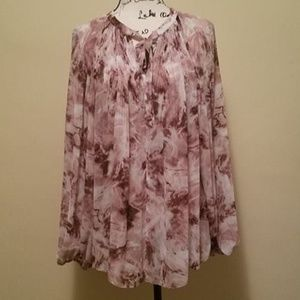 Jennifer Lopez Billowy Blouse. Tie-Dye swirl look.